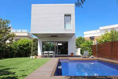 Villa with garden and swimming pool on Catalan Coast